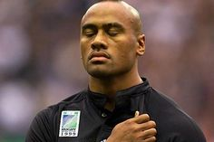The first true global superstar of rugby union, Lomu burst to fame in the 1995 World Cup scoring four tries against England in the semi-final. All Blacks Rugby Team, Nz All Blacks, Rugby League, Rugby Players, Jonah Lomu, Mary Lou Retton, Blood Sweat And Tears, Sport Motivation, Baby Born