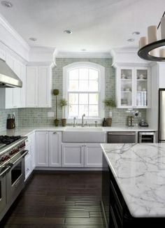 702 Hollywood: Kitchen Designs in White