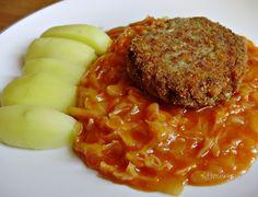 Naša babka varila toto jedlo fantasticky. U nás na Záhorí je to zelé, inde na Slovensku kapusta. Moja maminka ho vraj prvýkrát jedla, keď mala štyri mesiace a malý plechový hrnček som vyjedla do dna. Ak ho paradajkovú kapustu nepoznáte, vyskúšajte. Ak ho poznáte, tiež uvarte :-) Je to naozaj dobrota, tradičný babičkovský recept :) Slovak Recipes, Vegetarian Recipes, Cooking Recipes, Mince Meat, Cabbage Recipes, Delicious Dinner Recipes, Chana Masala, Macaroni And Cheese, Main Dishes