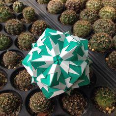 いいね!97件、コメント3件 ― OrigamiMathThailandさん(@narong_pbru)のInstagramアカウント: 「Sonobe variations #origami #origamipaper #origamiart #kusudama #kusudamaball #paper #papercraft…」