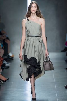 This is somewhat baggy and loose-fitting but the drape and cut work perfectly - Bottega Veneta   Spring 2014 Ready-to-Wear Collection   Style.com