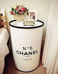 Tambor Chanel I would do this in white and blush or rose gold and maybe change the Chanel part Chanel Dekor, Chanel Decoration, Chanel Bedroom, Oil Drum, Dream Rooms, Inspired Homes, New Room, Interior Design Living Room, Diy Home Decor