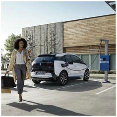 El nuevo BMW i3 declara hasta 300km de autonomía, que serán unos 200 reales, lo cual le posiciona como un vehículo aún más interesante por sus grandes prestaciones al volante.  #DriveSmart
