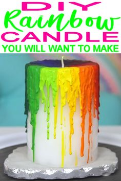Diy rainbow candles how to make melted crayon candle receta Diy Rainbow Candles, Diy Candles With Crayons, Crayons Fondus, Melting Crayons, Candle Art, Crayon Candle, Melted Crayon Crafts, Rainbow Crayon, Candle Making Business