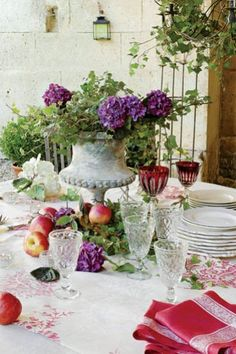 Love the urn and the lavender -- with the bright red napkins.