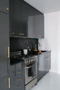 Black Cabinets Gold Pulls - Design photos, ideas and inspiration. Amazing gallery of interior design and decorating ideas of Black Cabinets Gold Pulls in bathrooms, laundry/mudrooms, kitchens, basements by elite interior designers. New Kitchen, Kitchen Interior, Kitchen Decor, Kitchen Ideas, Kitchen Grey, Bronze Kitchen, Kitchen Small, Black Gloss Kitchen, Black And Grey Kitchen