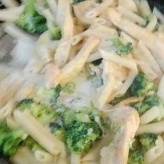 Ideas pasta alfredo de pollo kiwilimon for 2019 Pasta Dinner Recipes, Easy Pasta Recipes, Pasta Salad Recipes, Beef Recipes, Vegetarian Salad Recipes, Vegetable Recipes, Pasta Facil, Seafood Dinner, Homemade Pasta