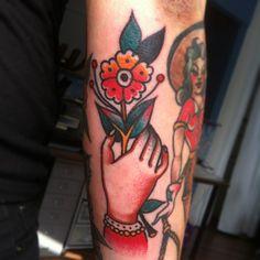 Philipp Ohme #philippohme #handtattoo #tattoo #flowertattoo #flower #oldschooltattoo #traditionaltattoo #sailortattoo #hamburg #theblackhole