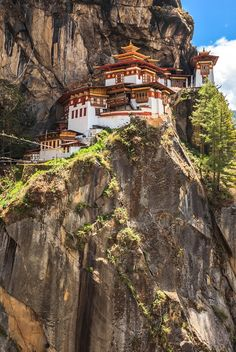 Out of this world views in the Kingdom of Bhutan Monuments, Live Action, Tibet, Asian Architecture, World View, Famous Places, Travel Images, Out Of This World, Holiday Destinations