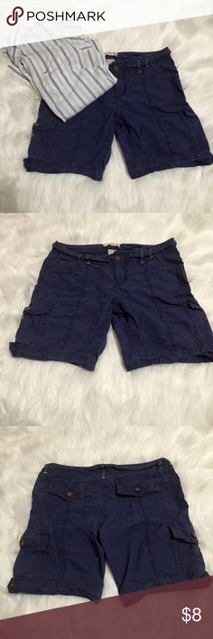 🐾Sale 🌊 Blue OP Bermuda Cargo Shorts Blue OP Bermuda Cargo Shorts 🐾Was$8  All buttons are functional. There's a button at the bottom on each side, a pocket on the side of each leg, 2 pockets in the back, & 2 pockets in the front.  They are in good condition.   Brand: OP Ocean Pacific   Color: Blue  Size: 1  ❌No Trades, No Emails, No Texts, No Calls Ocean Pacific Shorts Cargos