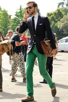 TRENDS - CHINO COLLORS    Black skinny blazer, white shirt skinny black tie with bright green coloured chino trouser jeans to add more youth! Very Ryan Gosling. Summer 2014 male