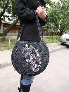 Вязаные сумочки из атласных лент