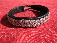 Learning how to make a Sami bracelet - Projectland
