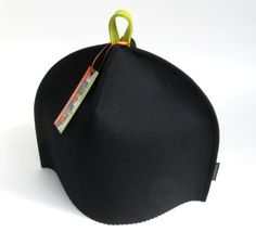 Modern tea cozy in Midnight Black wool felt with a merry contrasting hang-tab in Chartreuse green.  Oh la la!