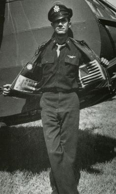 Glider pilot Nesbit L. Martin, from the Air Commando, shows off his blood chits and leather jacket. Chits were eventually sewn on the inside of jackets as seen here, since they presented a visible target when sewn to the back. Nose Art, Volunteer Groups, Pin Up, Army & Navy, Historical Images, Second World, Gliders, Military History, Vintage Photographs
