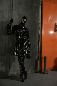 Backstage at Moschino Men's Fall 2018 - 2019 Rubber Catsuit, Latex Catsuit, Fetish Fashion, Latex Fashion, Steampunk Fashion, Gothic Fashion, Fashion Models, Rubber Raincoats, Black Grunge