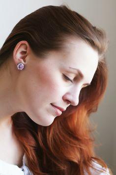 Pearls & Scissors: DIY // Simple fabric flower stud earrings