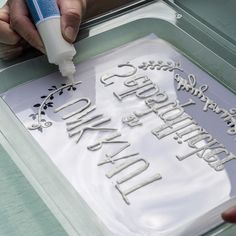 Tracing lettering with concrete liner Schriftzug mit Beton-Liner nachfahren Tracing lettering with concrete liner Concrete Crafts, Concrete Projects, Concrete Garden, Concrete Design, Diy Garden Projects, Garden Crafts, Diy Garden Decor, Garden Ideas, Diy Home Decor Bedroom