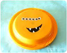 Après vous avoir présenté les cartes d'invitations (ICI) et le gâteau (ICI) sur le thème des monstres rigolos, voici pour finir la...