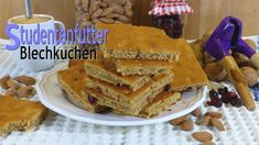 Studentenfutter-Blechkuchen - Rezept von Lila Kuchen Pancakes, French Toast, Breakfast, Bar, Food, Purple Cakes, Trail Mix Recipes, Fast Recipes, Berries
