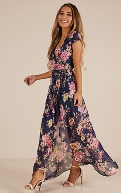 Wrap And Cross Maxi Dress In Navy Floral Produced - Source by annemhanson - Navy Floral Maxi Dress, Floral Dress Outfits, Floral Gown, Skirt Outfits, Boho Dress, Casual Dresses, Fashion Dresses, Flower Skirt, Classy Dress