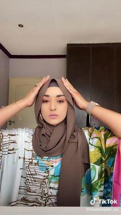 Modern Hijab Fashion, Street Hijab Fashion, Hijab Fashion Inspiration, Islamic Fashion, Muslim Fashion, Hijab Turban Style, Mode Turban, Simple Hijab Tutorial, Hijab Style Tutorial