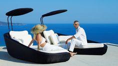 lits de jardin en rotin avec matelas blancs par Cane Line