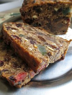 Super Easy Fruitcake Super Easy Fruitcake Fruitcake…you either love it or hate it, right? Basically just 4 ingredients needed. if you use self-rising flour) Xmas Food, Christmas Cooking, Christmas Desserts, Easy Christmas Cake, Easy Cake Recipes, Baking Recipes, Dessert Recipes, Recipe For Fruit Cake, Fruit Cake Recipes