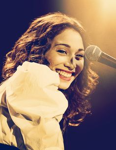 Regina Spektor is the definition of perfect. I can never say that enough. I just love her so damn much. <3 total girl crush.