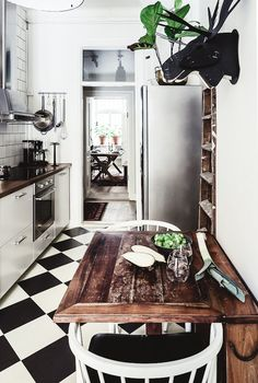 A dramatic Stockholm space in dark colours