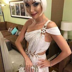 Ai, gente! A Luiza Possi arrasou na fantasia Lady Zodíaco no #bailedavogue2017, sempre inovando na make e com figurino ímpar. O que acharam? #bailedavogue #luizapossi #glamour #ladyzodiac #diva #bijousbaratoseafins