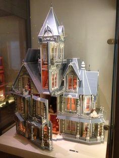 Am I too old for a doll house? (jt-not me! such a tantalising glimpse to the inside. Sorry, no link so no info)