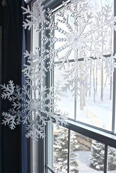 How To Use Snowflakes In Winter Décor: 36 Ideas ..i love these .i found the snow flakes in the dollar store