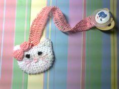 crochet pacifier holder make out of felt Crochet Bib, Baby Afghan Crochet, Baby Afghans, Crochet Poncho, Crochet Toys, Crochet Pacifier Holder, Baby Patterns, Crochet Patterns, Hello Kitty Crochet