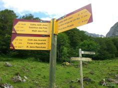 En esta web podemos encontrar 3 rutas por el valle ordenadas de menor a mayor dificultad. LAs imgenes son espectaculares