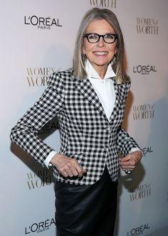 Diane Keaton wearing a checkered print blazer Pelo Color Gris, Fashion Over 50, Fashion Tips, Runway Fashion, Fall Fashion, Fashion Trends, Advanced Style, Looks Chic, Anna Wintour