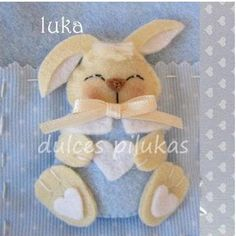 dulces pilukas: Colección Pekes cute bunny for easter Projects For Kids, Crafts For Kids, Arts And Crafts, Felt Diy, Felt Crafts, Spring Crafts, Holiday Crafts, Felt Pillow, Felt Bunny
