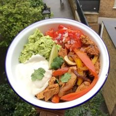 Try this amazing low carb chicken fajita bowl for lunch  Works really well in a lunch box on the go too  #Leanin15 #foodie