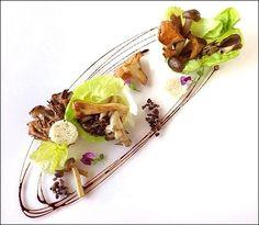 On se fait un tour de manège entre la verdure et les champignons ! ;) (Photo from Pinterest) L'art de dresser et présenter une assiette comme un chef de la gastronomie... http://www.facebook.com/VisionsGourmandes Ou directement sur le site ! http://visionsgourmandes.com (codes d'accès sur simple demande) . > Photo à aimer et à partager ! ;) #gastronomie #gastronomy #chef #presentation #presenter #decorer #plating #recette #food #dressage #assiette #artculinaire #champignons