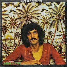 Moraes Moreira (1975), premier album solo de Moraes Moreira, auteur - compositeur - interprète, échappé des Novos Baianos. Moraes Moreira a composé l'essentiel de l'album Acabou Chorare (1972) des Novos Baianos, album classé parmi les plus importants...