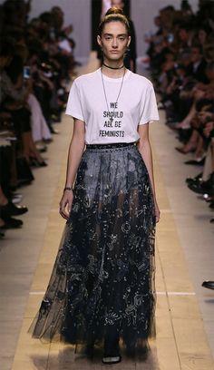 967ffbdad41 A t-shirt que toda fashion girl está usando