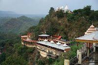 Kasauli es uno de los pequeños pueblos establecidos por los gobernantes británicos. Esta belleza natural muy hermosa colina de la estación tiene Instituto que genera el medicamento antirrábico para una mordedura de perro rabioso. Kasauli es una ciudad y el acuartelamiento, situado en la región de Solan en el estado de Himachal Pradesh.