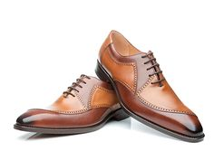In addition to carefully selected shoe classics, our sale offers a wide range of men's shoes from previous collections at a discounted price. Dress With Sneakers, Dress Shoes, Leather Fashion, Mens Fashion, Shoe Palace, Gentleman Shoes, Elegant Man, Leather Heels, Leather Trainers