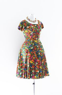 Colorful 50's Party Dress. Wow! This is very floral. And pretty!