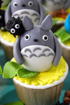 My Neighbor Totoro, Studio Ghibli, cupcakes; Cute Cupcakes, Cupcake Cookies, Birthday Cupcakes, Fimo Kawaii, Anime Cake, My Neighbor Totoro, Piece Of Cakes, Cute Food, Creative Cakes