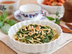 Spaghetti with Basil Pesto and Pine Nuts daydaycook.com