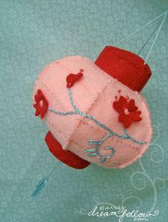 Felt Lantern - would make a lovely Christmas decoration