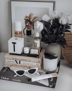Friday feels - Flaunt and Center First Perfume, Minimal Beauty, Perfume Organization, Flat Lay Inspiration, Hermes Perfume, Flat Lay Photography, Friday Feeling, Beauty Shots, Pallets
