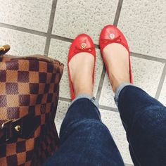 Fall Outfit - Skinny jeans, Tory Burch Chelsea flats & Louis Vuitton Speedy 30