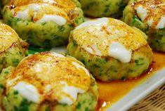Patates Mantısı: Çayın yanında ikram edebileceğiniz patates mantısını ofise götürüp, gün içinde arkadaşlarınızı da sevindirebilirsiniz. Dilerseniz üstüne domates sosu da ekleyebilirsiniz. Malzemeler 5-6 adet patates, Maydonoz, 1 kase yoğurt, 3 diş sarımsak, 1 tatlı kaşığı salça, - See more at: http://www.askinxhali.com/yemek/patates-mantisi/#sthash.9jh0wrGx.dpuf